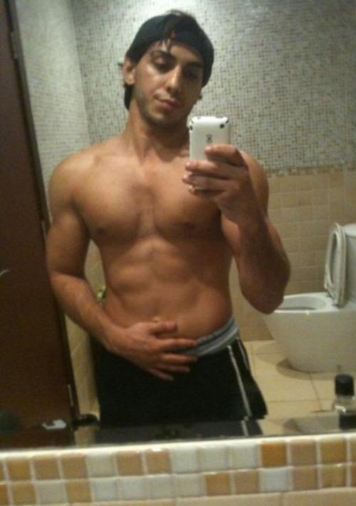 beau mec arabe nu plan cu gay nantes